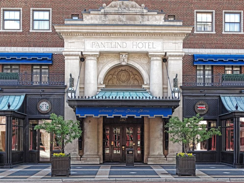 Amway grand plaza hotel grand rapids michigan real for Grand hotel