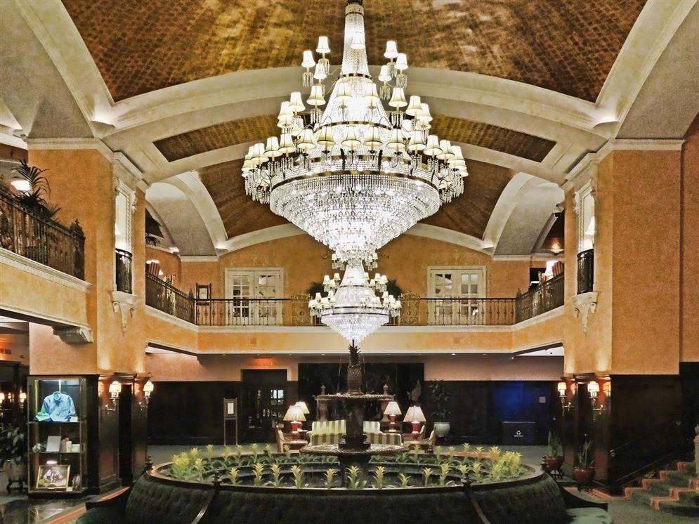 Amway grand plaza hotel grand rapids michigan real for Grand hotel