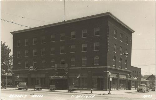 This Hotel Was Built In 1924 It A Notorious Hangout Place For Gangsters The 1920 S And 1930 Where Illegal Occurred